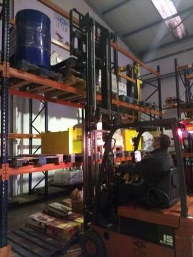 Ejercicio de estiba en estantería para personal de Bosch Sistemas de Frenado