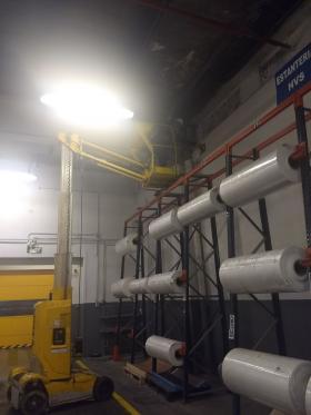 Sustituyendo luces del techo de la nave en el Curso de PEMP Articulada