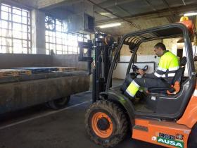 Carga y descarga de camión con Carretilla Frontal